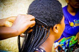 Comment prendre soin des cheveux bouclés