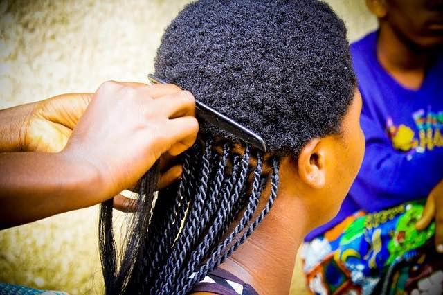 Comment prendre soin des cheveux bouclés?